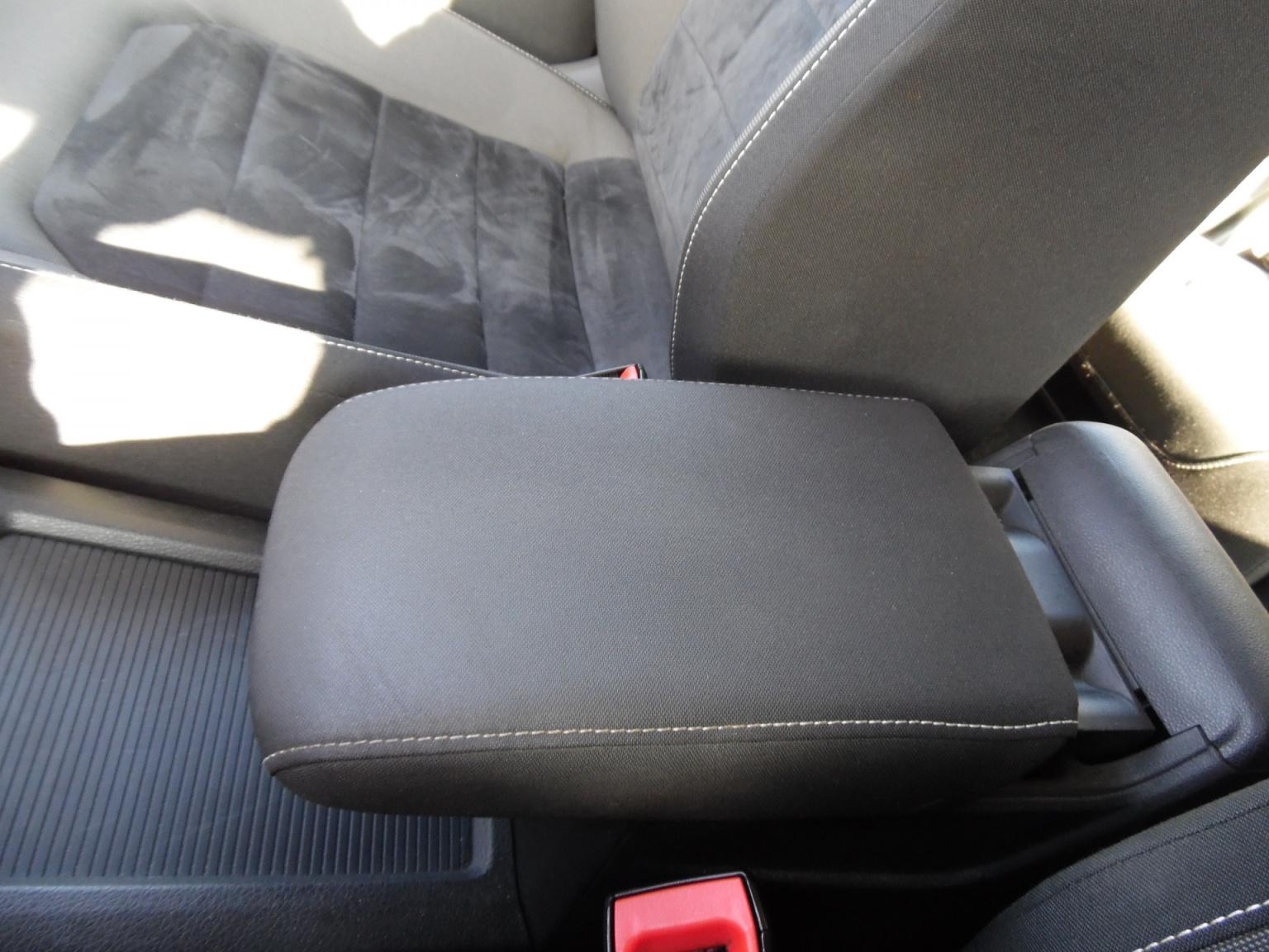 Volkswagen-Golf Sportsvan-14
